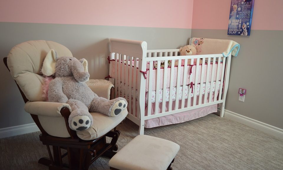 Transitioning From Bassinet to Crib:  When & How (Made Easy!)